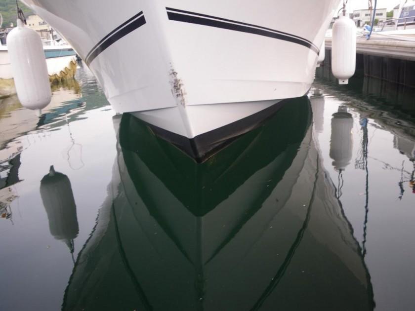 とはいったものの、この船は喫水もそれほど深くないし、大丈夫なんだろうか? バウスラスターは十分な水深位置がとれなければ推進力を得られません。 また悩むぞ。